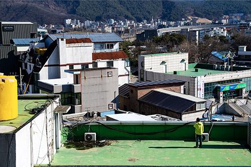 14 Days of Quarantine in South Korea with Simon Puschmann. - CRXSS