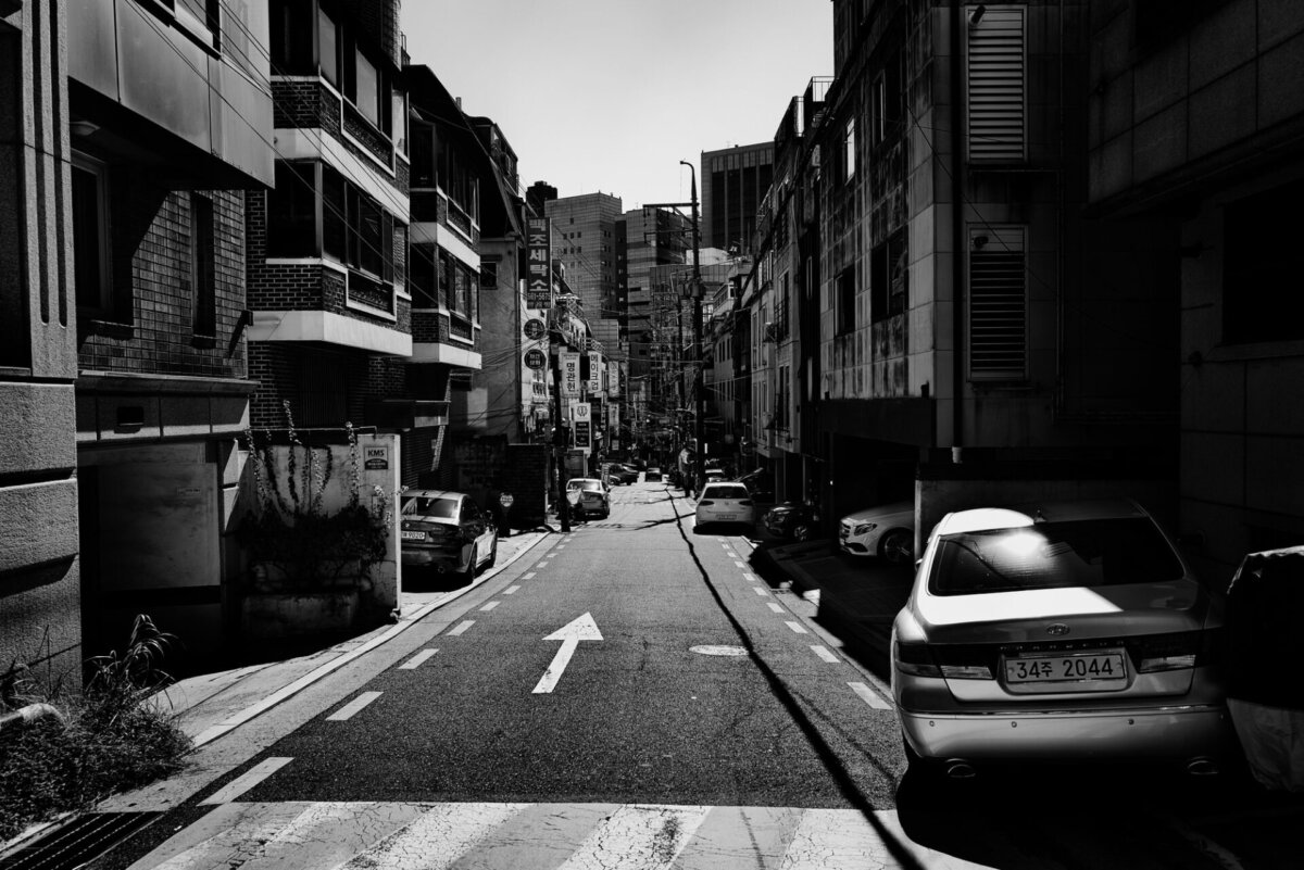 Cars on the Street of Seoul by Simon Puschmann. A Personal Project - CRXSS